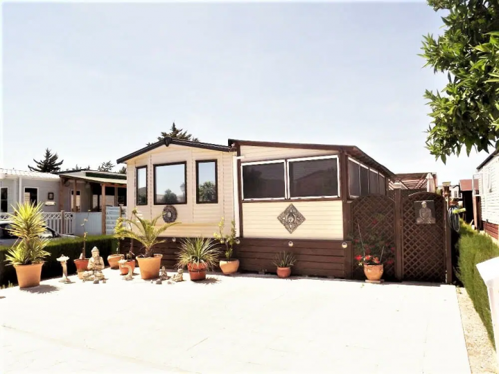 Adding an outside room to your mobile home with a porch